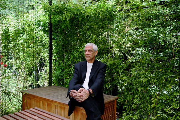 Vinod Khosla, a Silicon Valley venture capitalist, bought the beach land in 2008 and cut it off from the public. Credit Jason Henry for The New York Times