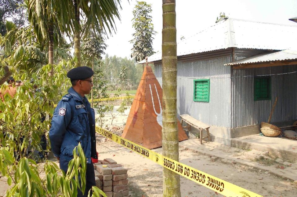A policeman stands guard where a top Hindu priest was killed in the remote northern district of Panchagarh, Bangladesh on February 21, 2016 (AFP Photo/)