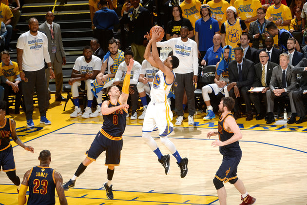OAKLAND, CA - JUNE 2: Shaun Livingston #34 of the Golden State Warriors shoots the ball during the game against the Cleveland Cavaliers in Game One of the 2016 NBA Finals on June 2, 2016 at ORACLE Arena in Oakland, California. (Photo by Noah Graham/NBAE via Getty Images)