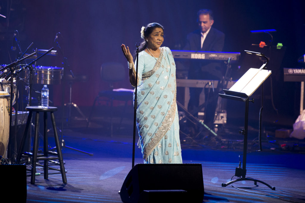 Asha Bhosle singing and dancing in one of her concerts.