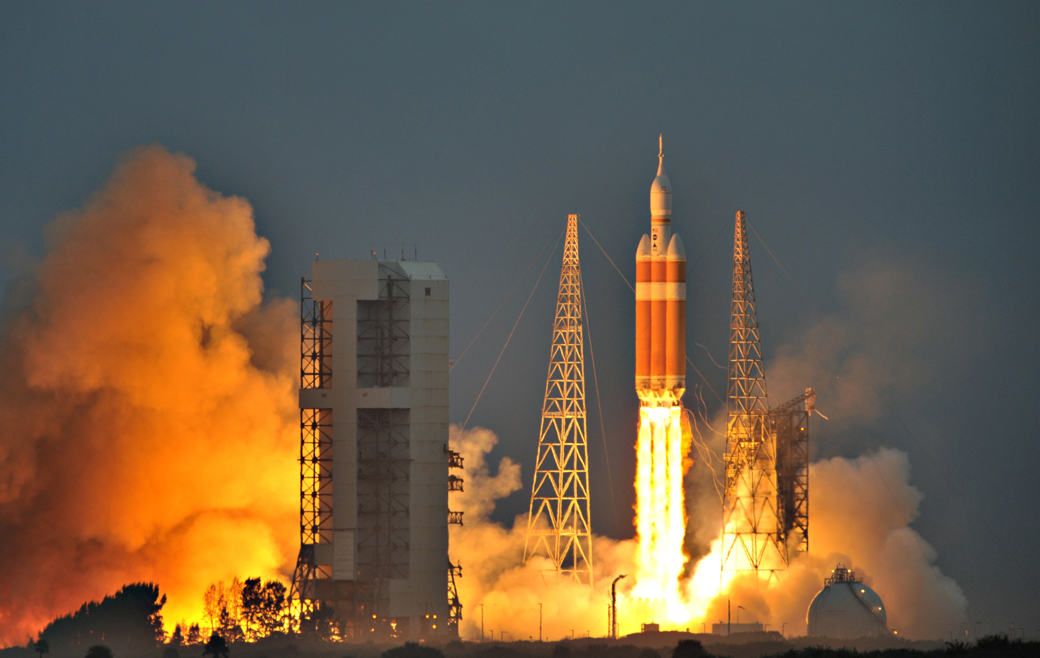 The Delta IV Heavy rocket with the Orion spacecraft lifts off from the Cape Canaveral Air Force Station in Cape Canaveral, Florida December 5, 2014. REUTERS/Steve Nesius (UNITED STATES - Tags: TRANSPORT SCIENCE TECHNOLOGY) - RTR4GUK3